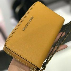 Michael Kors Jet Set LG Flat Zip Wristlet Wallet